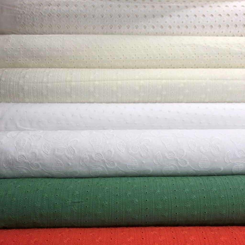 Algodón bordado tejido fresco, fino y delicado.
